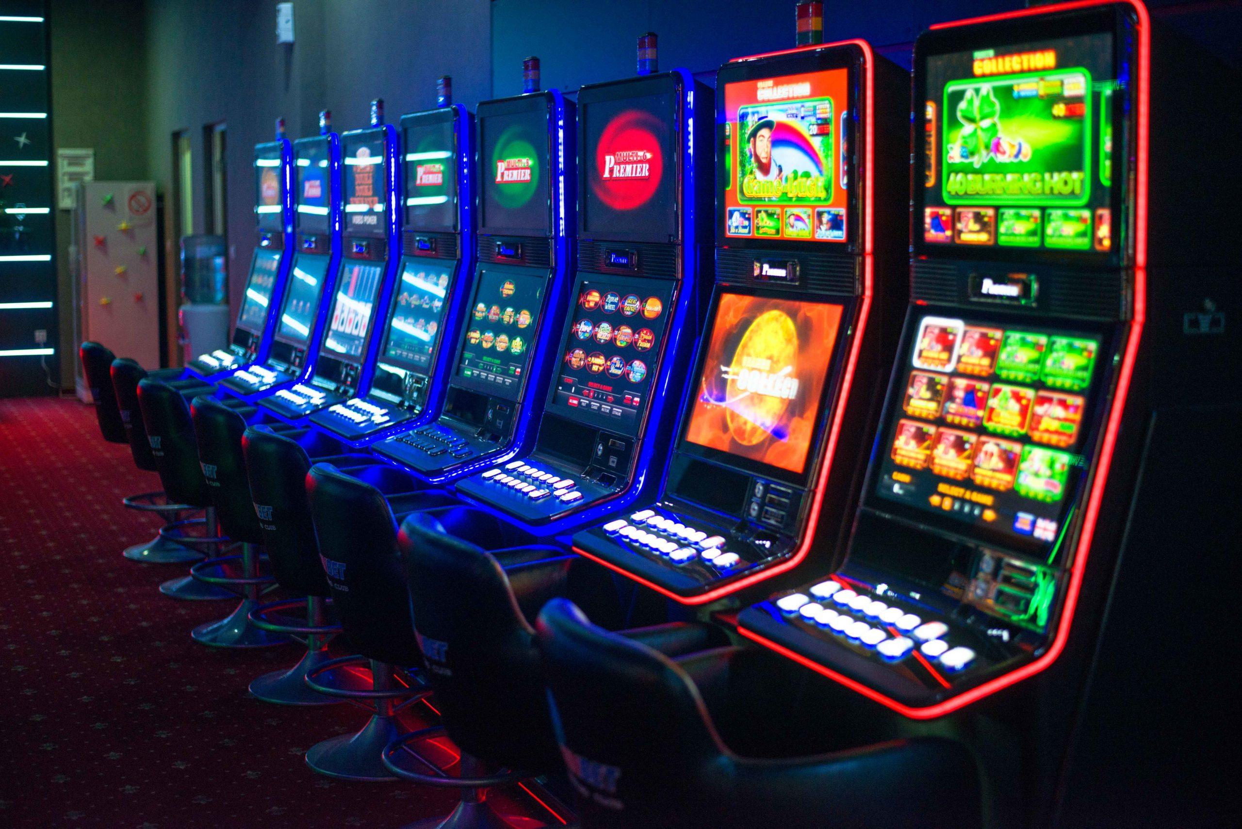 Онлайн казино интернет кафе показать как играть в карты